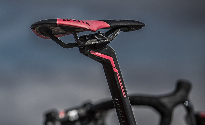 fizik-antares-pink-saddle-on-bike